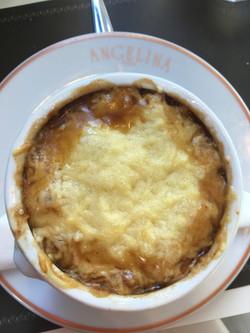 Soupe à l'oignon gratinée au fromage