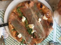 Prociutto, arugula and ricotta pizza