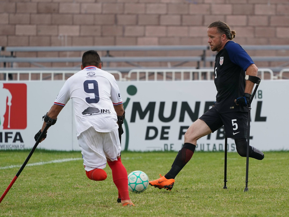 Craig (R) takes it down the field in San Juan de Los Lagos