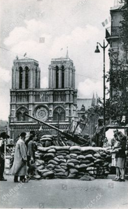 Protecting Notre-Dame de Paris with sandbags during World War II