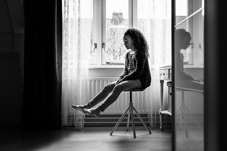 Portret meisje thuis