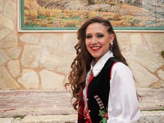 Hoy cumple años una de nuestras abanderadas, Vanesa Mira Caballero.