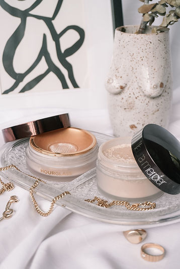 hourglass-vs-laura-mercier-translucent-s