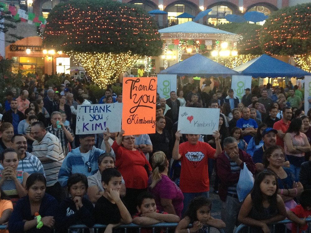 Kimberly Moore Foundation adopt a letter fans at plaza mexico