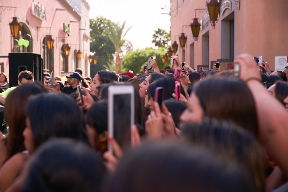 Kimberly Moore Foundation cheyo carrillo fans at plaza mexico