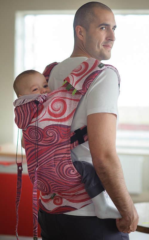 Mochila ergonómica hecha de fular tejido. Existen dos tamaños , BEBE (3 meses , 1 año) y TODDLER (1 año , hasta 2 años y medio) CONSULTE DISPONIBILIDAD , YA