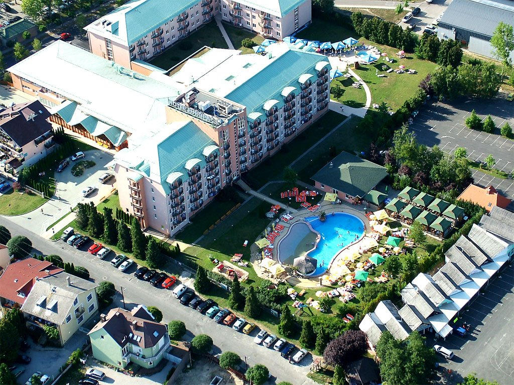 A 10-minutes' walk from the thermal Lake Hévíz. There's a contemporary restaurant, 2 bars and a cafe, as well as a spa and a wellness center. Additional amenities include a gym, a dental clinic, and indoor and outdoor pools, as well as a kids' playground.