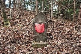 高澤古道に並ぶ石仏