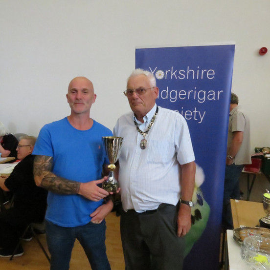 Best dominant pied young bird - Sean Platts & YBS president Geoff Moore