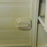 estampo na lata das portas