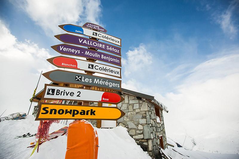 snowcoach_valmeInier_mountain-1-900pxsma