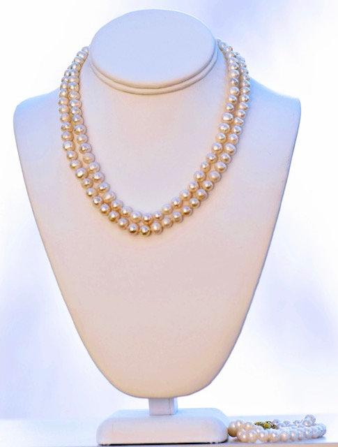Elegant pearls set