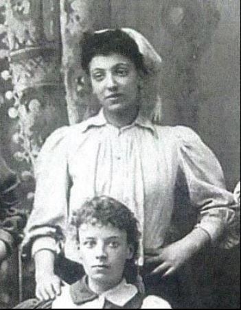 Emma Clarke footballer 1897.JPG