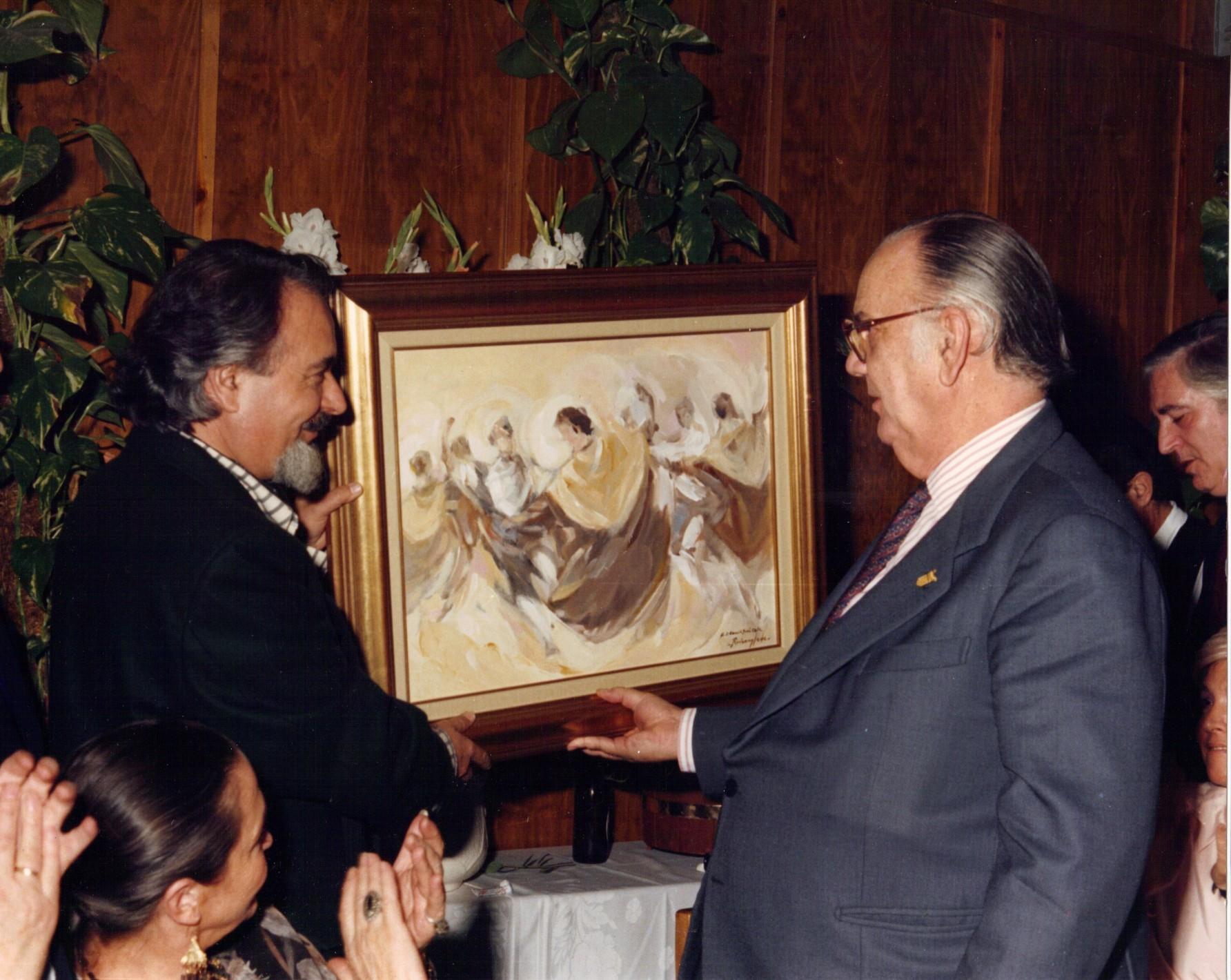 Ruizanglada - 1988 Camilo José Cela recibe una obra de Ruizanglada