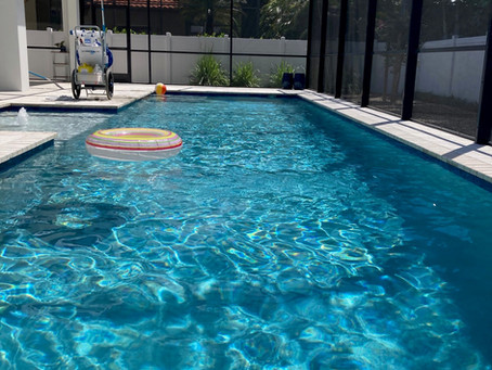 What is the ideal water level in a pool?