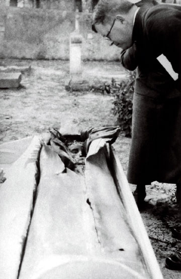 Dr. Luis Fischer examines Jacinta's body during the first exhumation, September 12, 1935