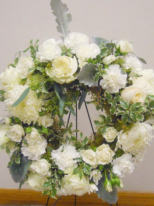 Expresive White Wreath Spray