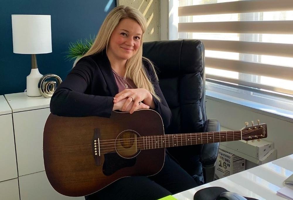 www.ArtistJAYE.com (1-on-1 Guitar Lessons with Artist JAYE)
