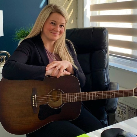 Online vs In-Person : Learn Guitar while Balancing a Busy Work Schedule & Active Lifestyle