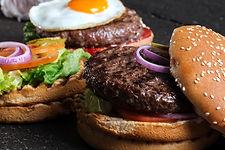二つのおいしいハンバーガー