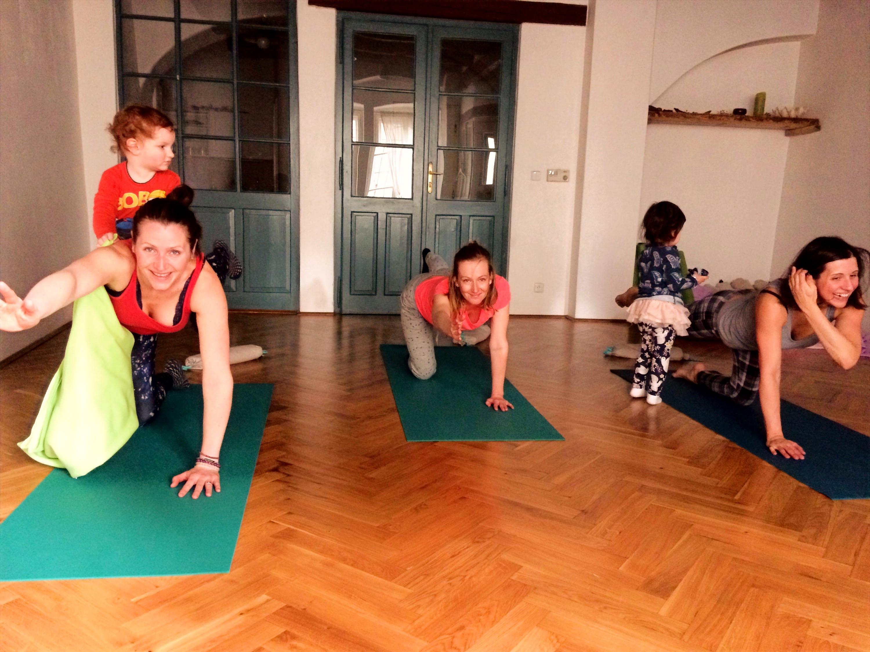 joga pro rodiče s dětmi