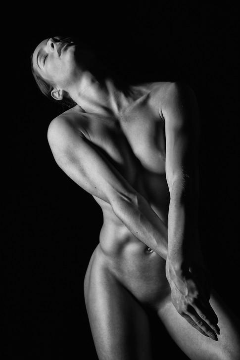 anna-sport-nude-kirchhof-fotograf.jpg
