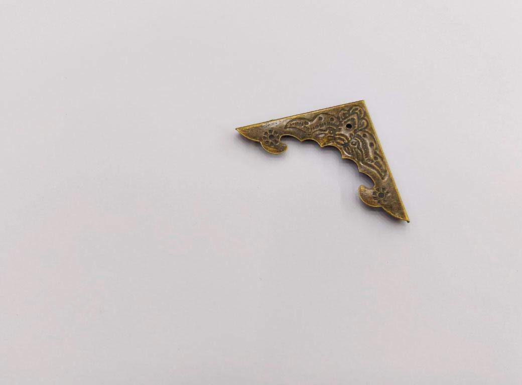 """Уголок, металл """"Рельефный"""", бронза 3,8*3,8 см"""