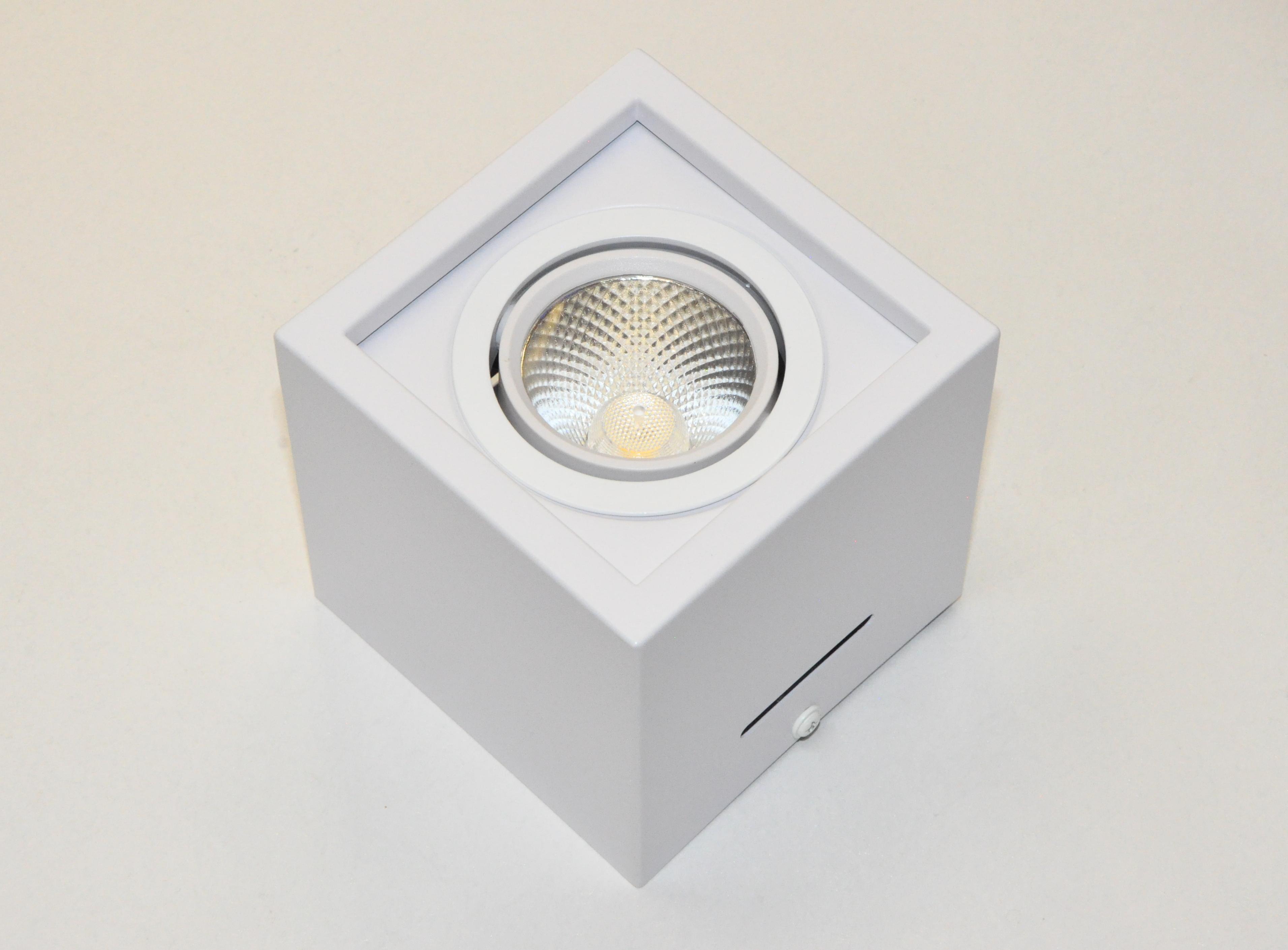 Светильник накладной белый