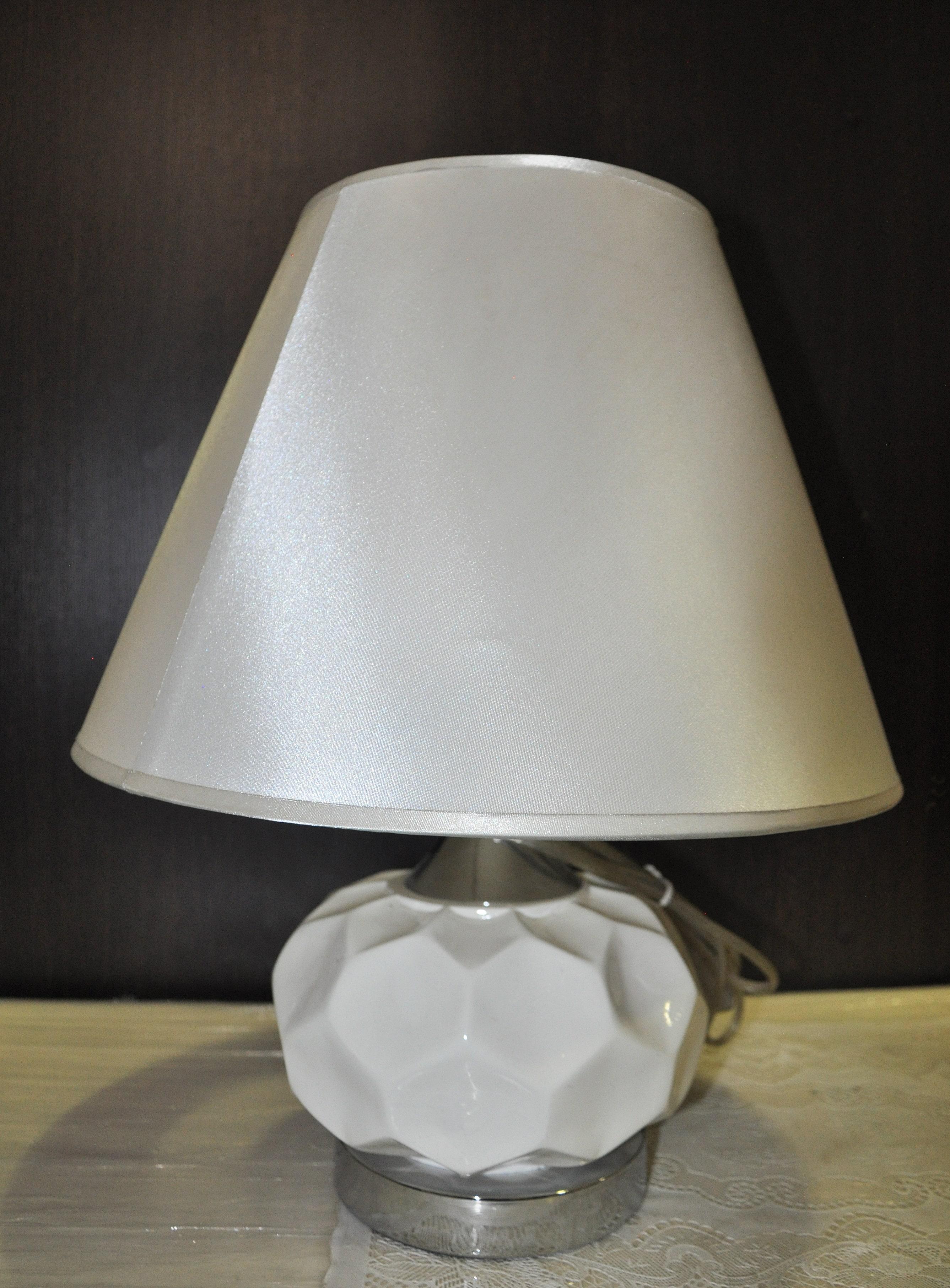 Светильник настольный белый