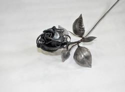 Роза кованая