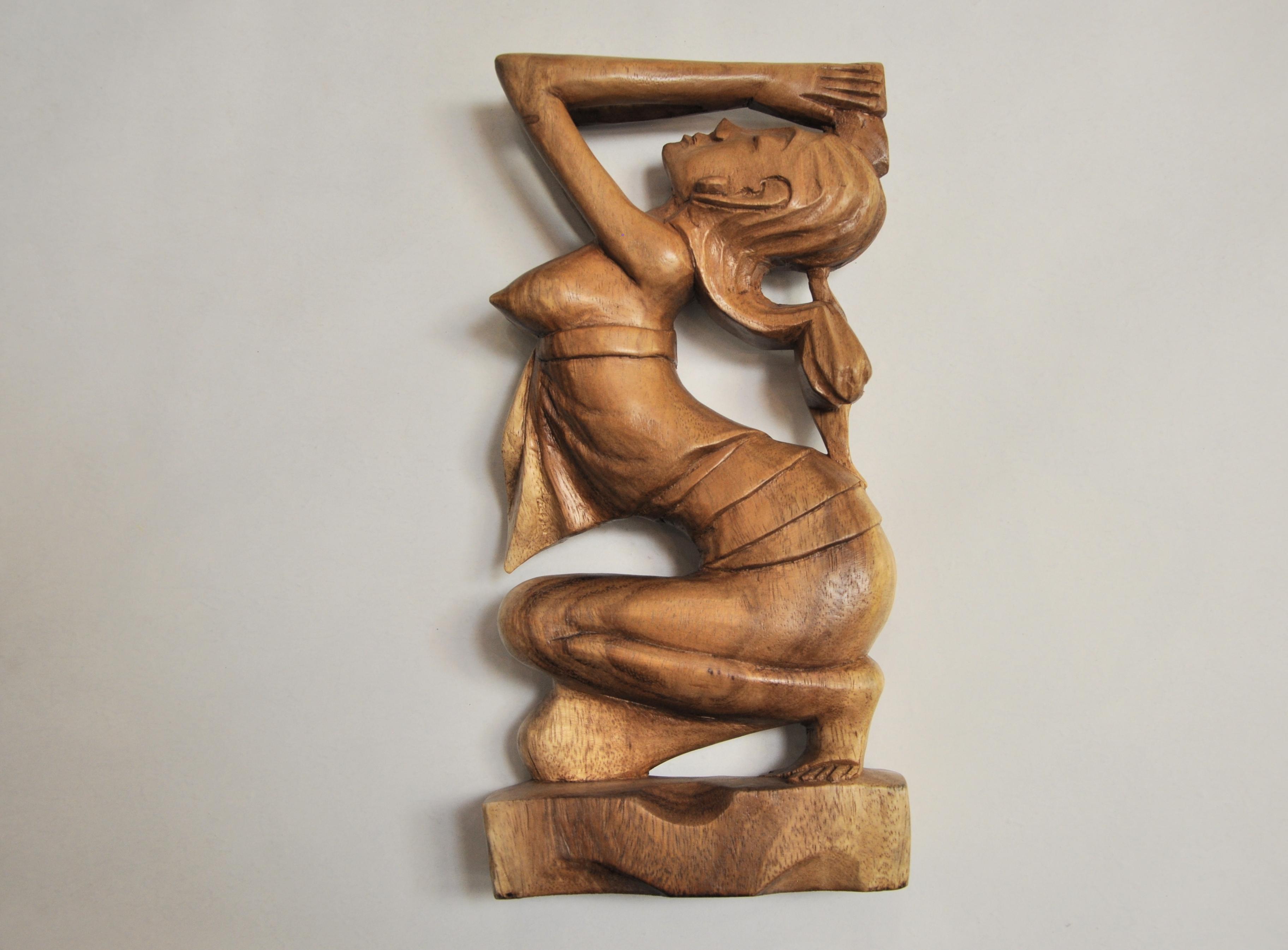 статуэтка деревянная девушка