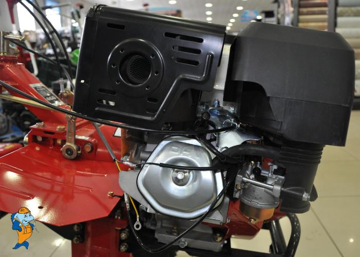 Двигатель - вид сбоку.