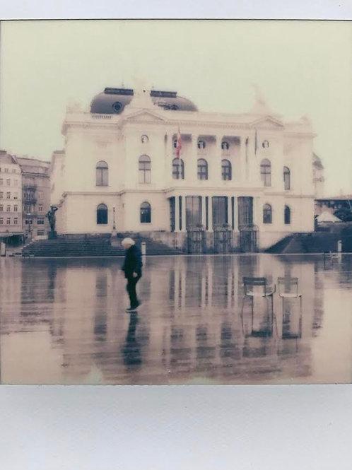 Andrea Haenni - Opernhaus Zürich Polaroid SX-70 Scan, Print auf Papier 30x30cm