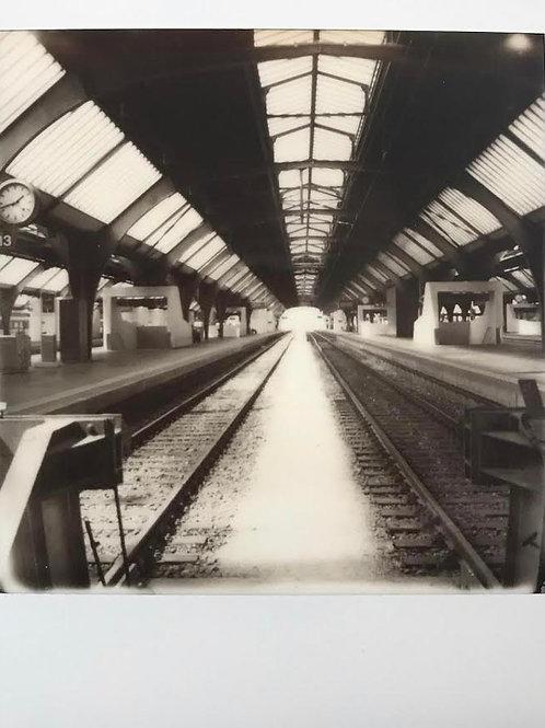 Andrea Haenni -  Bahngleis  Polaroid SX-70 Scan, Print auf Papier 30x30cm