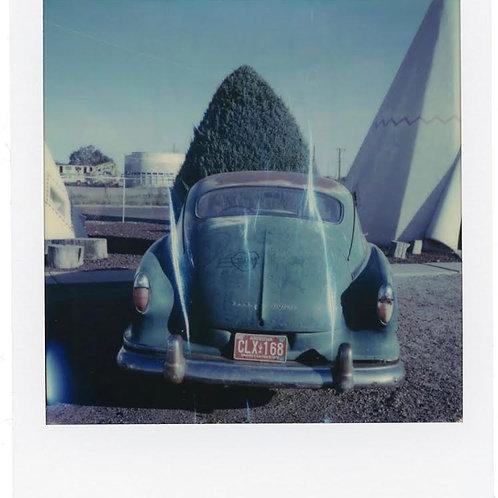 Andrea Haenni -  Blue Car  Polaroid SX-70 Scan, Print auf Papier 30x30cm