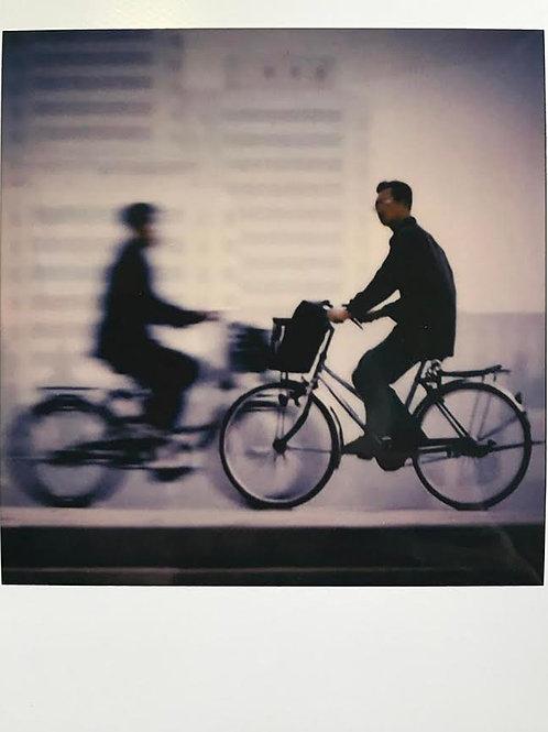 Andrea Haenni -  Die Bewegung Polaroid SX-70 Scan, Print auf Papier 30x30cm