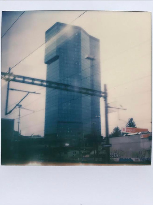 Andrea Haenni -  The Primetower Polaroid SX-70 Scan, Print auf Papier 30x30cm