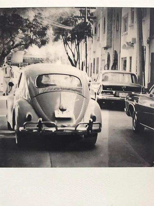 Andrea Haenni -  VW Käfer Polaroid SX-70 Scan, Print auf Papier 30x30cm