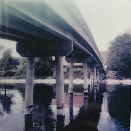 Andrea Haenni - Scheuren Polaroid SX-70 Scan, Print auf Papier 30x30cm