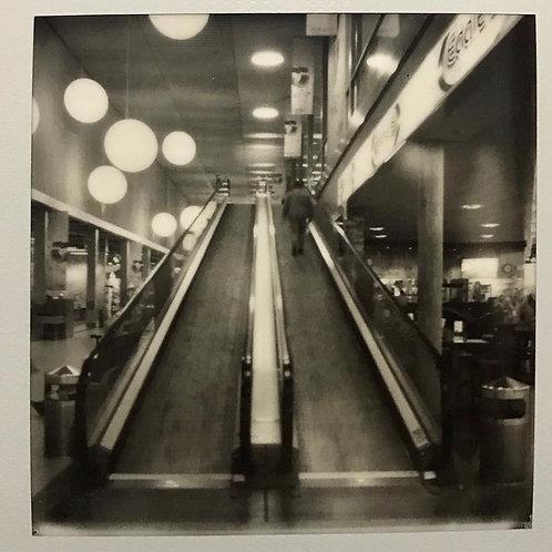 Andrea Haenni - Die Rolltreppe    Polarid SX-70 Scan, Print auf Papier 30x30cm