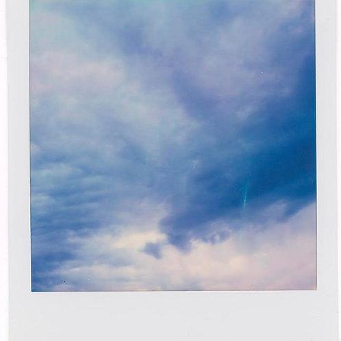 Andrea Haenni -  Blauer Himmerl Polaroid SX-70 Scan, Print auf Papier 30x30cm