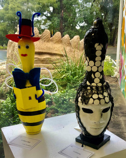 mosaic and hatted bee