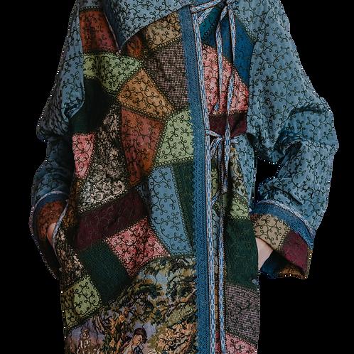 Пальто-халат с использованием винтажных гобеленовых сюжетных вставок