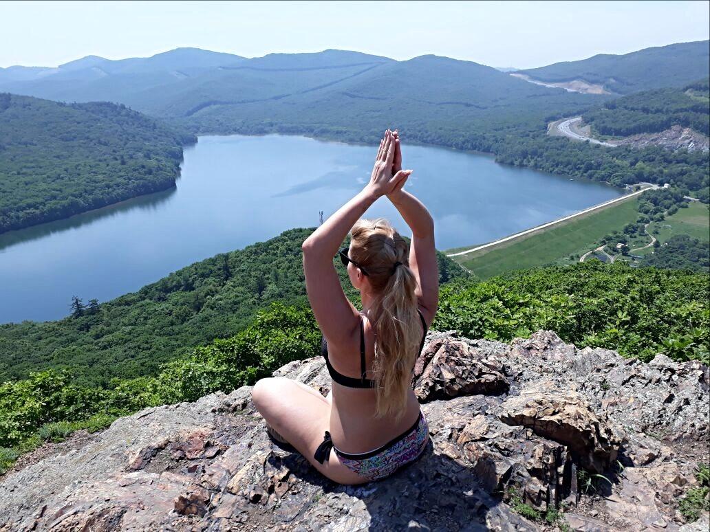 Йога с высоты птичьего полета