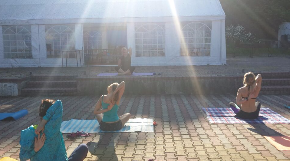 Йога на базе отдыха
