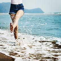 barefoot-1985858__340.jpg