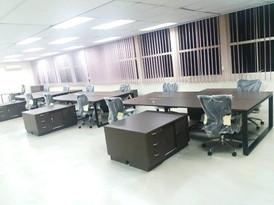 Workstation with side cabinet in oregon pine color