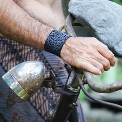2017-Bracelet_N.33_Plant with dots _ARTcycleBAli_Photo-ToniPalamos3