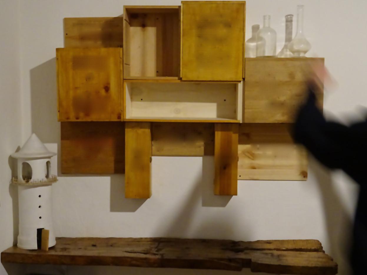 sistema componibile a parete con lampada faro