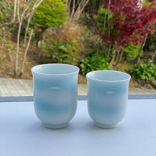 青白磁富士山文組湯呑(中・小)2個セット